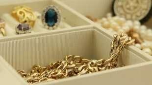 Pria Muslim Haram Pakai Perhiasan Emas dan Sutera, Ini Alasannya