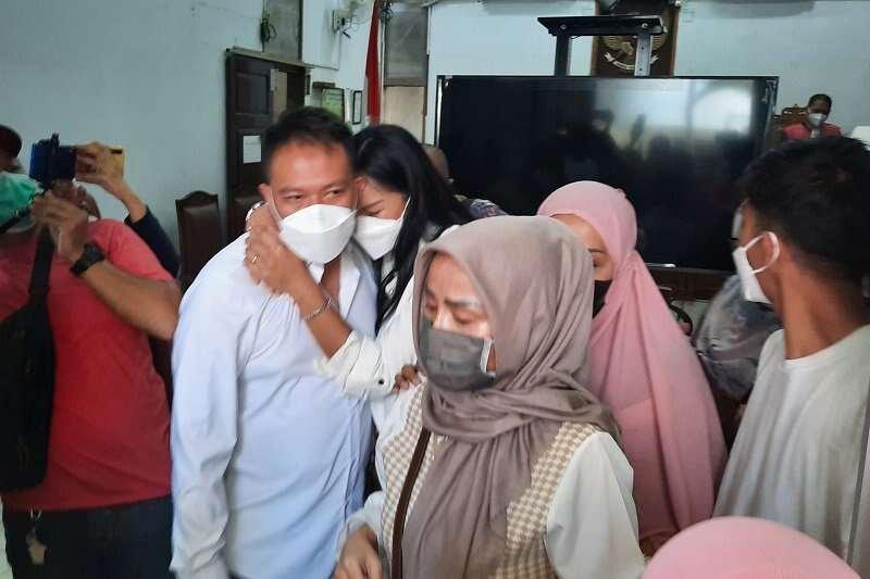 Vicky Prasetyo Divonis 4 Bulan Penjara, Kalina Oktarani Banjir Air Mata