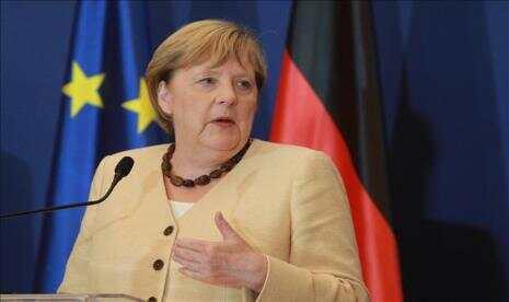 Warga Uni Eropa Lebih Suka Angela Merkel daripada Macron